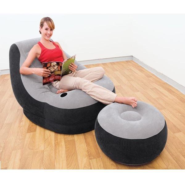 תמונה של כיסא והדום מעוצבים נוחים ביותר